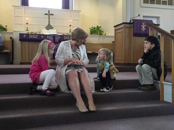 Pastor Nancy talking to the children about the many ways we can use our tongues, especially for praising God.
